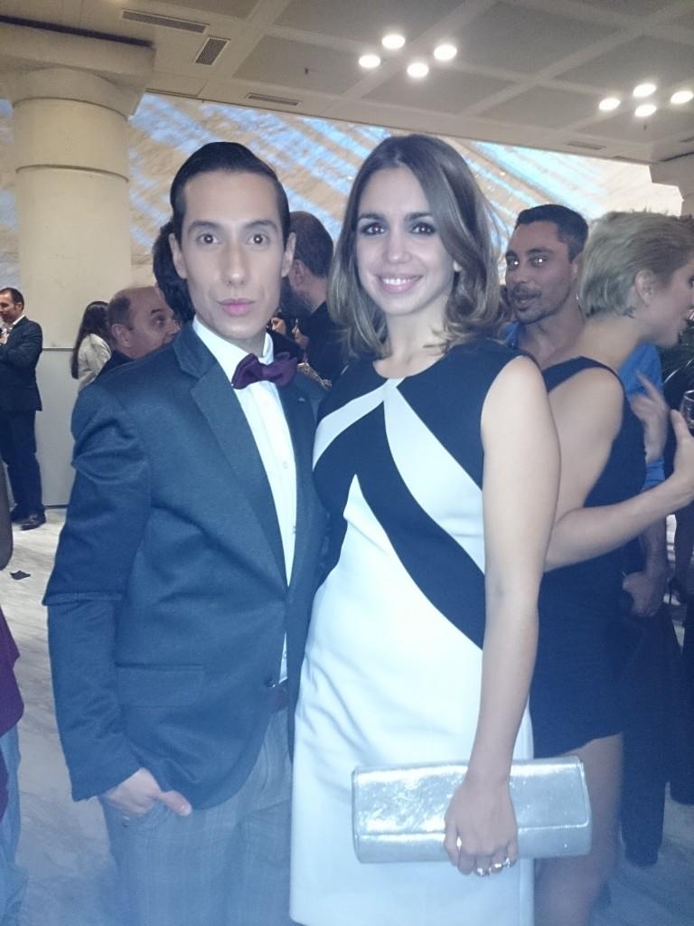 Elena Furiase acertó con su vestido bicolor
