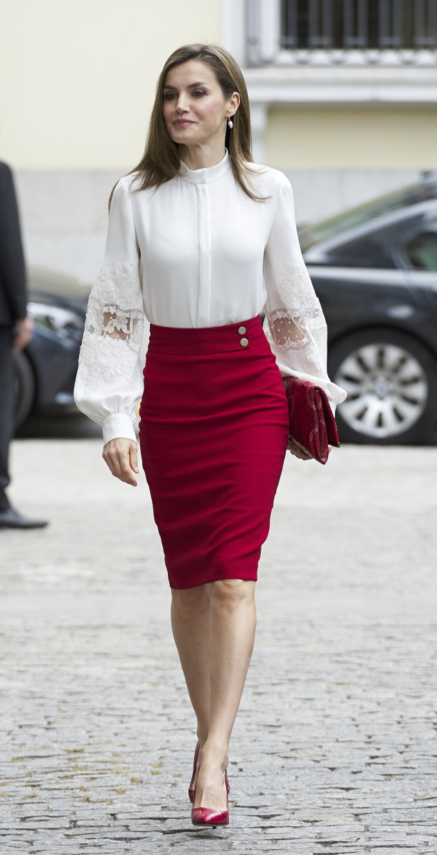queen-letizia-of-spain-attends-the-10th-anniversary-of-microfinanzas-picture-id689642716